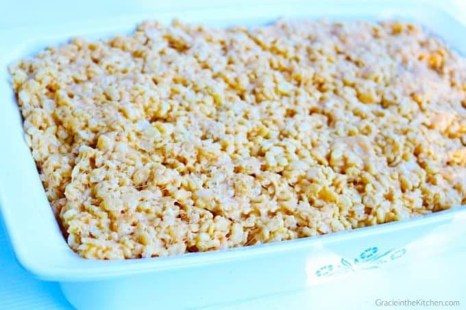 The BEST Peanut Butter Rice Krispies Treats! This recipe is so easy and delicious!